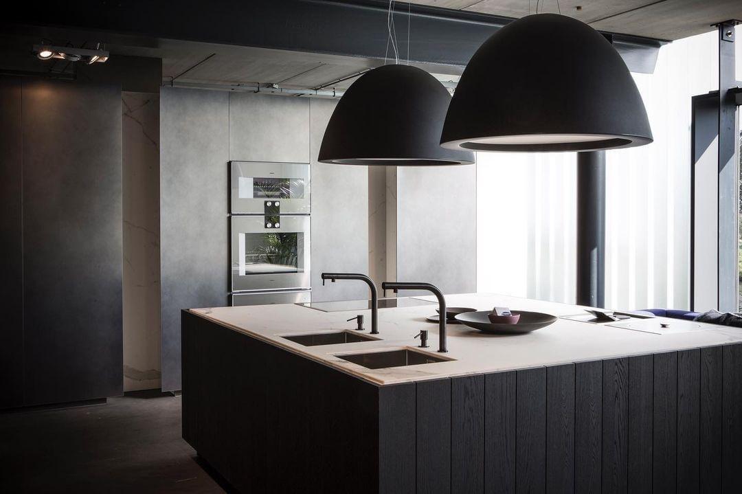 cuisine noire-îlot-central-design